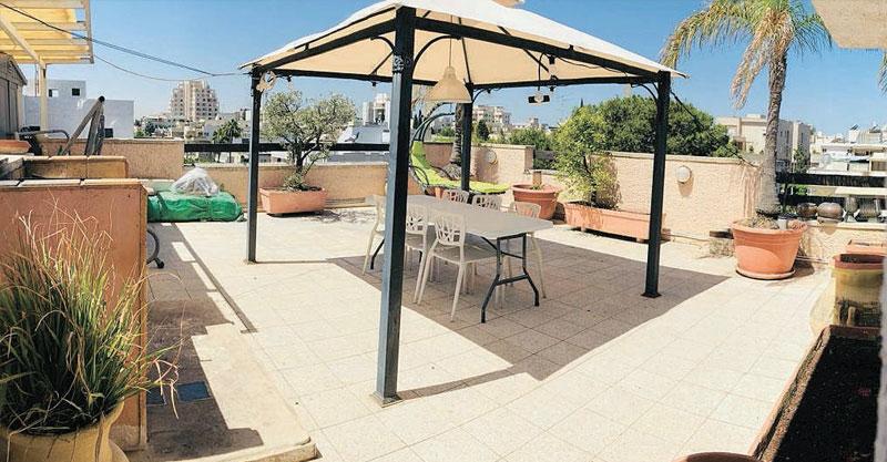 הצעת השבוע- דירת גג שישה חדרים ברעננה ב—2.82 מיליון שקלים