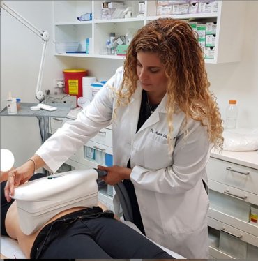 "Mommy makeover: ד""ר הדר ישראלי מסבירה על התהליך. צלם : אילן ברק"