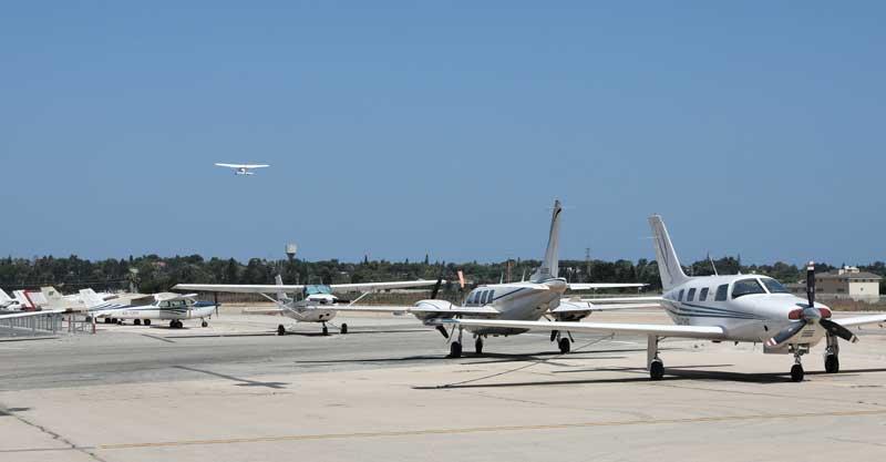שדה התעופה בהרצליה. צילום עזרא לוי
