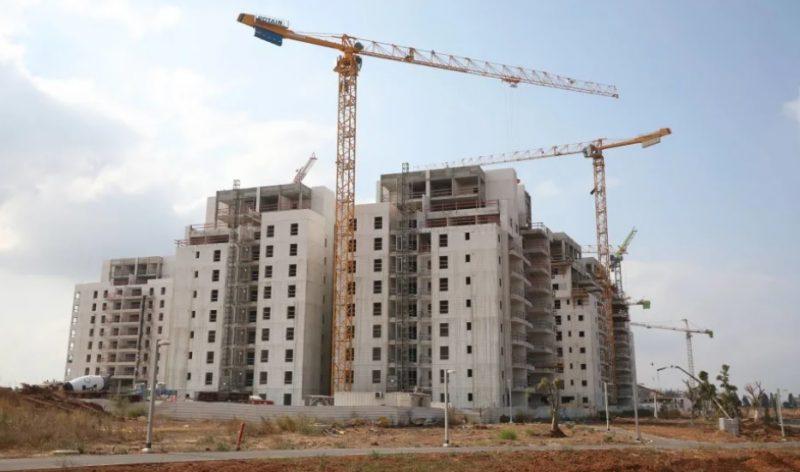 """דרמה נדל""""נית: העירייה עצרה מתן היתרי בנייה בהרצליה"""