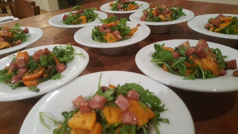 ערבי בישול וחגיגה בסטודיו לבישול של ענת סופר: הגשה אישית עם צלחות מיוחד לכל מנה. צילום עצמי