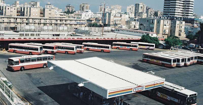 התחנה המרכזית בהרצליה שנות ה-90. צילום מתוך האלבום של איציק אסולין