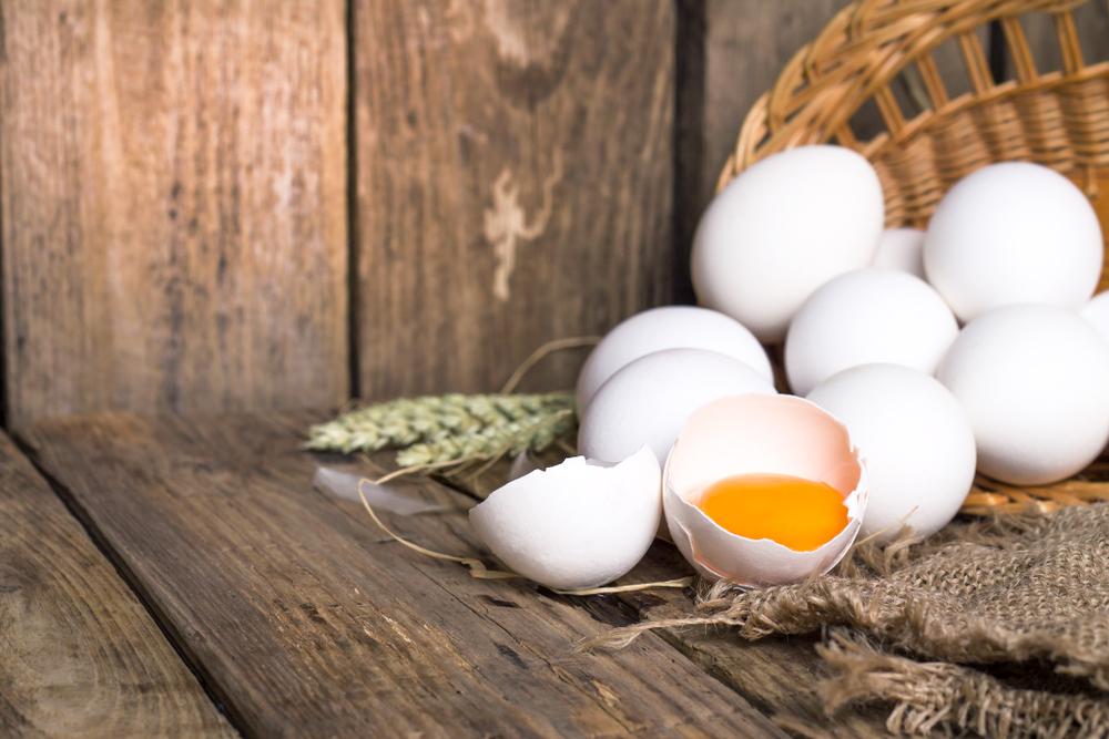 ביצים טריות בשרון (Shutterstock) צילום: Zimneva Natalia