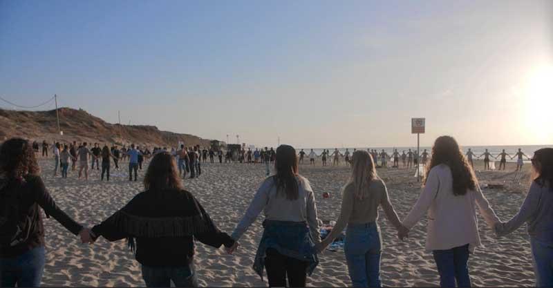 """האירוע לזכרו של עידן שמחון ז""""ל בחוף הדרומי. צילום מאי דיין"""