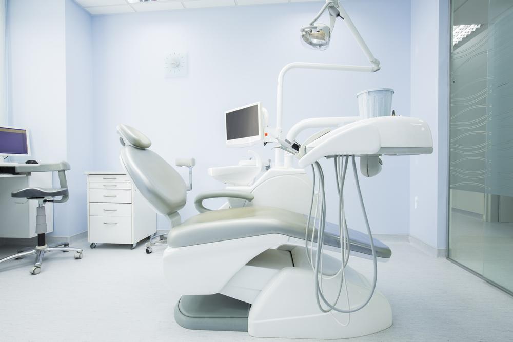 רופאי שיניים בהוד השרון (Shutterstock) צילום: Edvard Nalbantjan