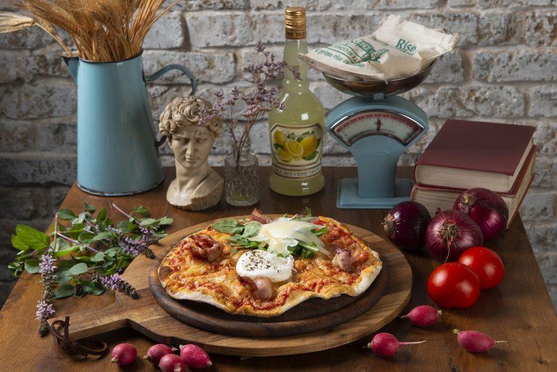 ק-פיצה קטנה לאיטליה: מסעדת אלורה. צילום: דרור ורשבסקי