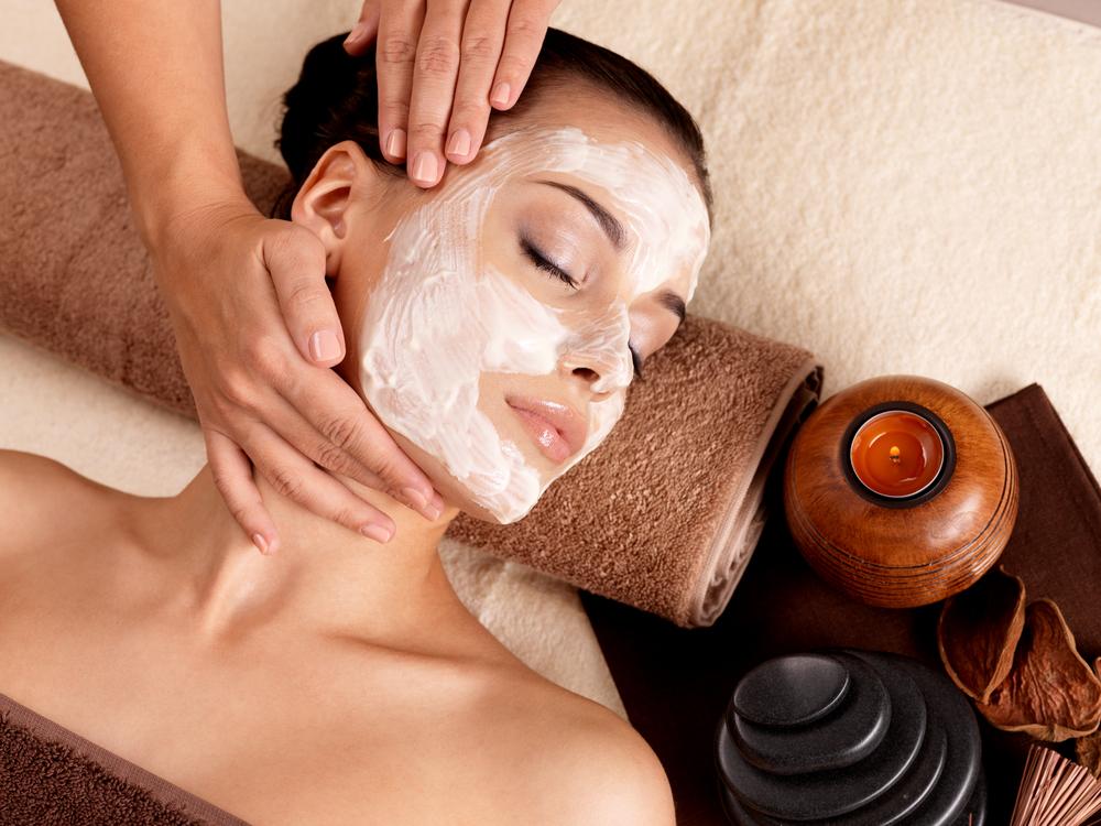 טיפול פנים בהרצליה (Shutterstock) M) צילום:Valua Vitaly