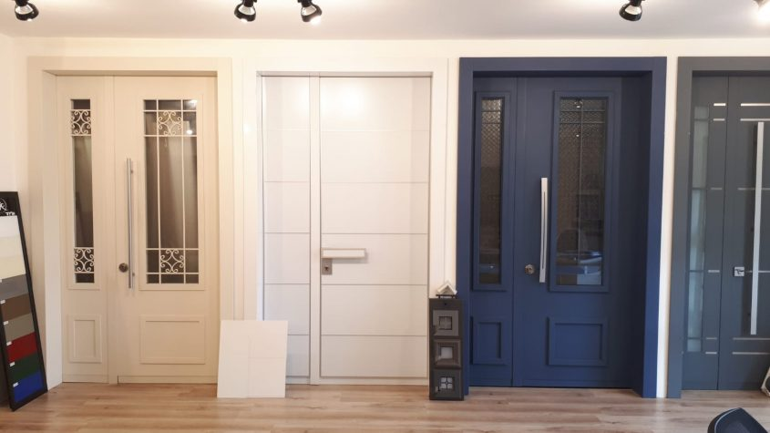 דלתות יוקרתיות לבית. צילום עצמי