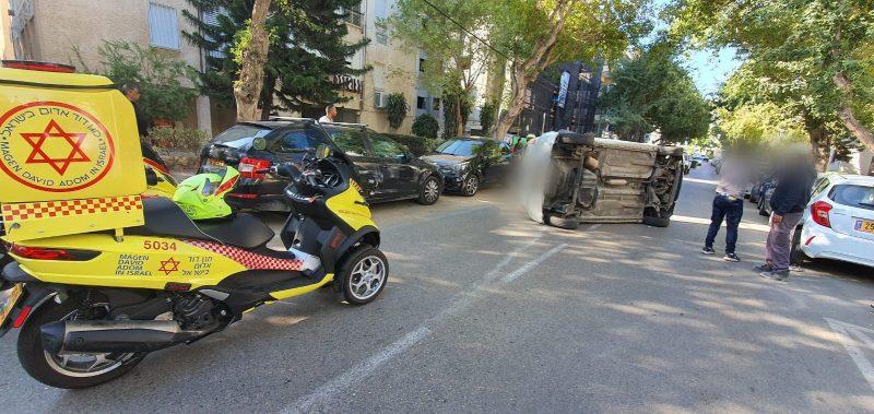 התאונה הבוקר ברחוב יגאל אלון. צילום דוברות הצלה פתח תקווה