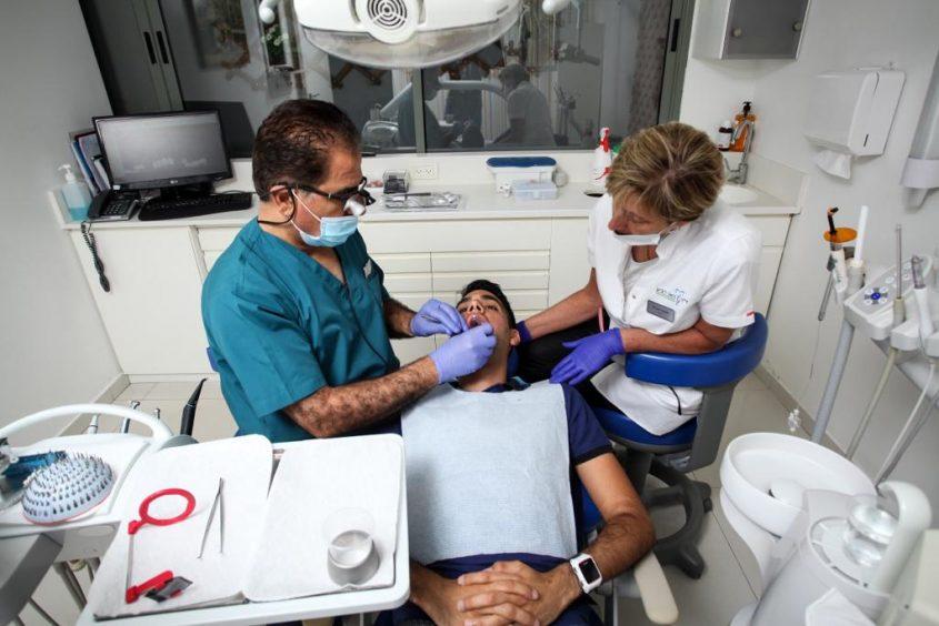 במהלך טיפול. צילום: אייל חאדי