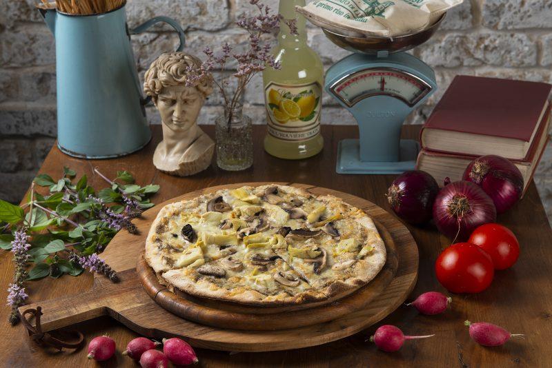 הפיצות של אלורה עשויות בטאבון איטלי והטעם - משובח. צילום: דרור ורשבסקי