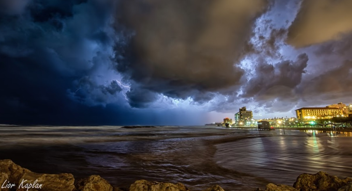 חוף הרצליה. צילום ליאור קפלן