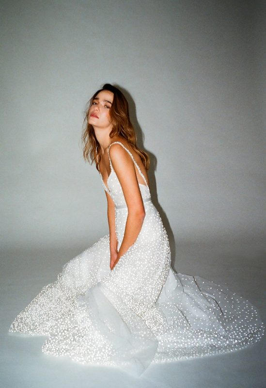 שילת איפרגן שמלות כלה: מינימליזם נינוח (צילום: ליאור רוטשטיין)