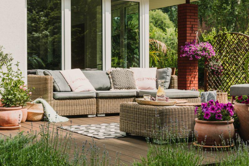 ציוד לגן בשרון: כך תכינו את הגינה שלכם לקיץ. צילום: Photographee.eu, Shutterstock