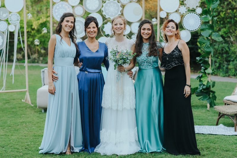 השמלות של רותם מככבות באירוע המשפחתי. צילום: עידן חסון