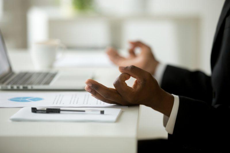 טיפול מיינדפולנס: הכירו את מנחה המיינדפולנס ניר קראוזה שיחזיר לכם את הרוגע לחיים. צילום: fizkes, Shutterstock