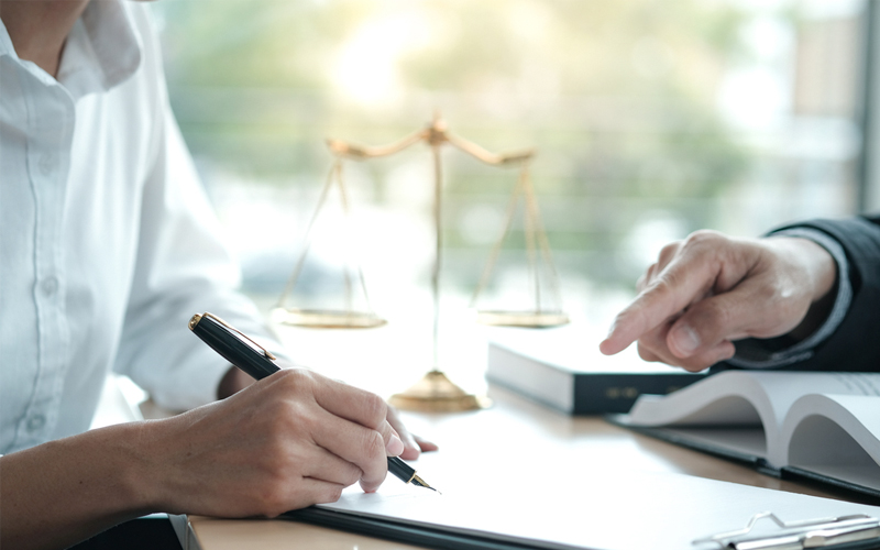 עורך דין מקרקעין בנתניה: הכירו את משה איזק. תמונה ממאגר ingimage