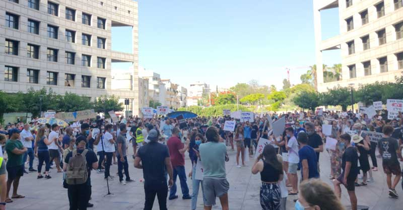 ההפגנה נגד שוברי הגלים בהרצליה. צילום יונתן יעקובוביץ'