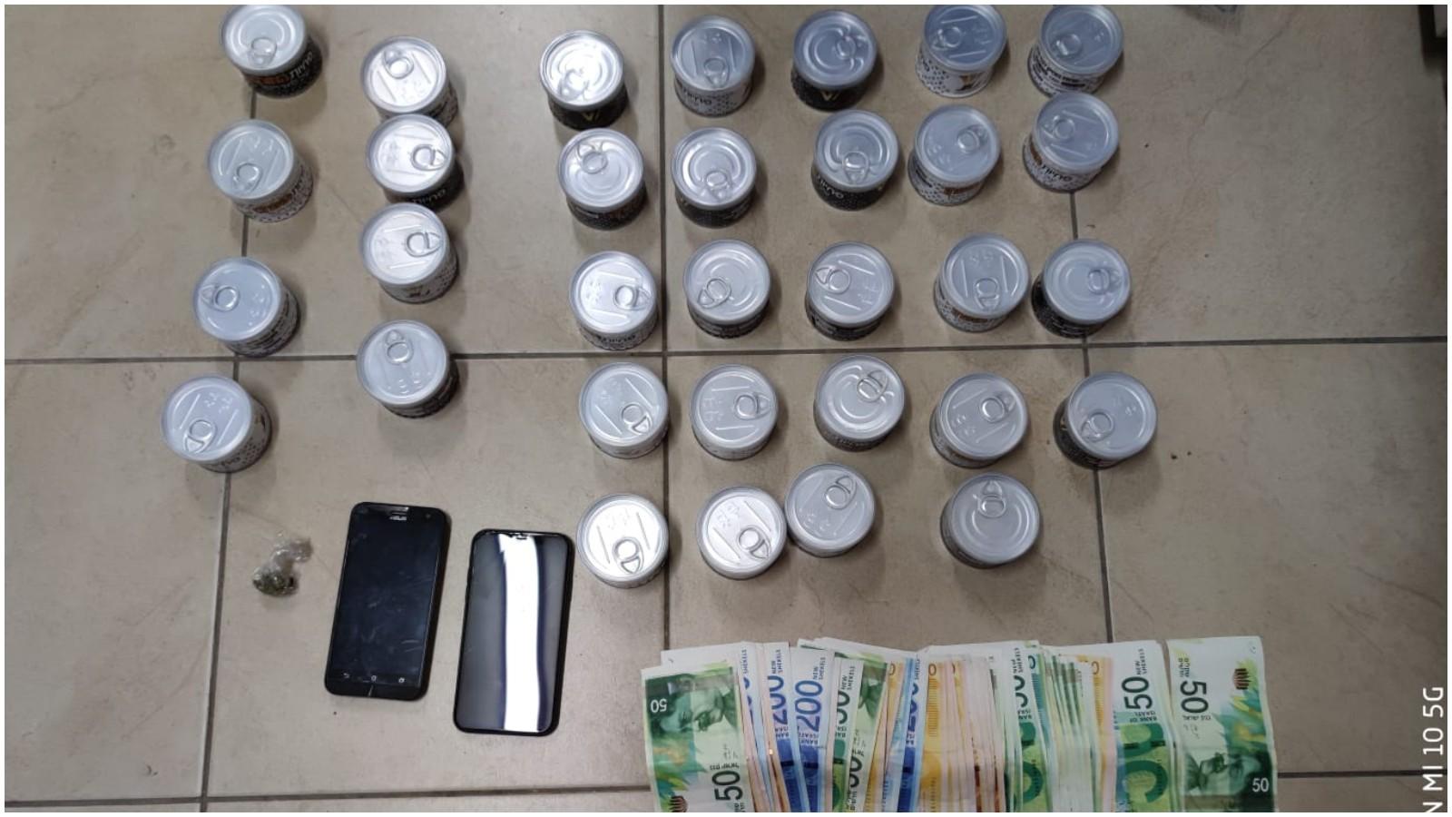 הסמים המוסלקים שנתפסו במחסום בהרצליה. צילום משטרת ישראל