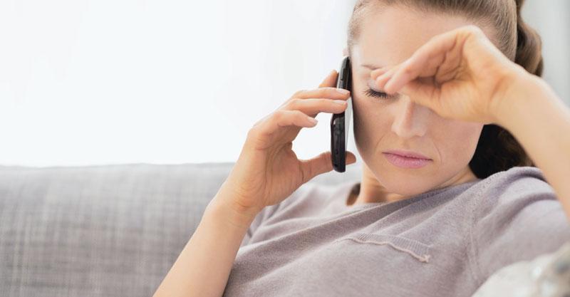 אשה בטלפון