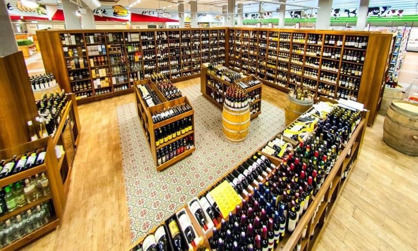 """מחלקת יינות מקצועית, ענקית ומפוארת (צילום: יח""""צ)"""